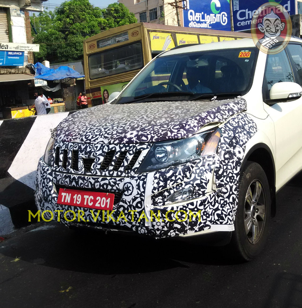 Test prototype front three quarter of the Mahindra XUV500 facelift