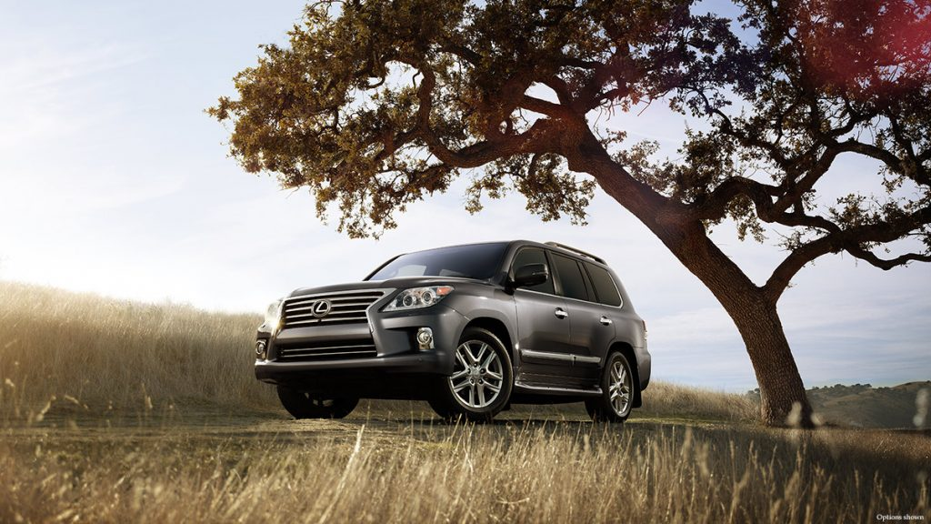 2014 Lexus LX570 front three quarter official image
