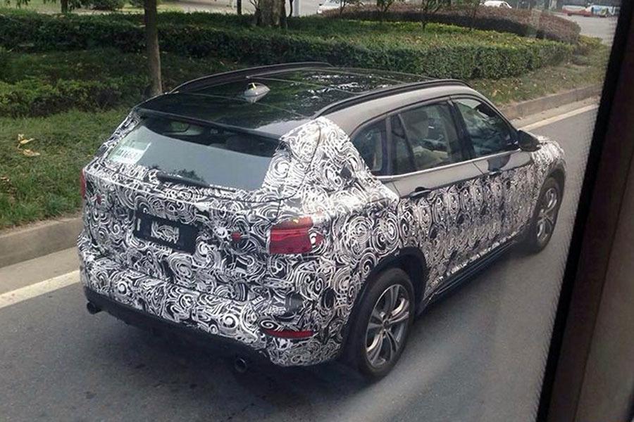 2016 BMW X1 LWB rear three quarter spied