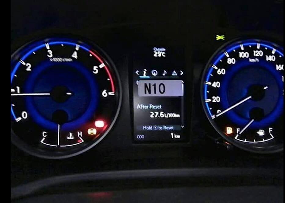 2016 Toyota Hilux (Revo) instrument cluster spyshot