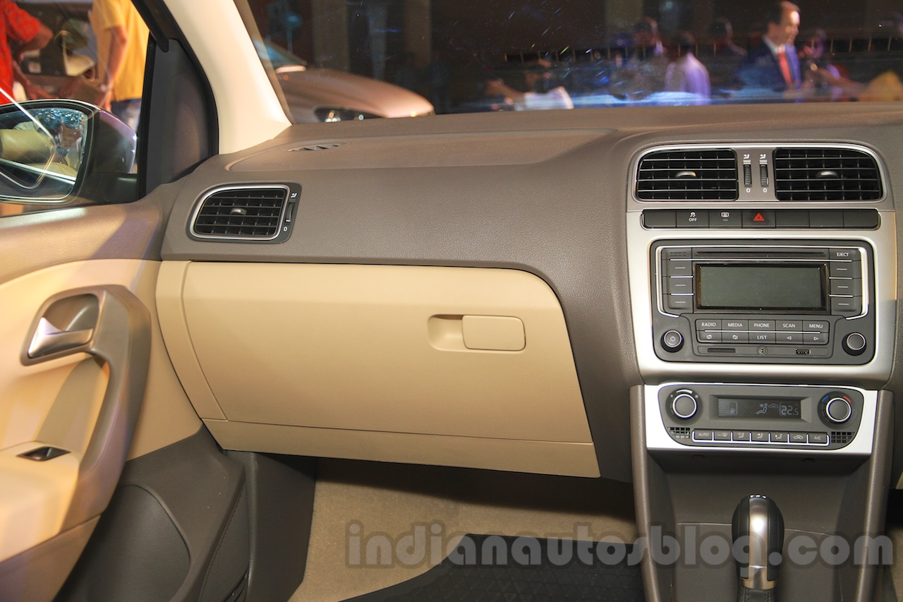 2015 VW Vento facelift new color dash