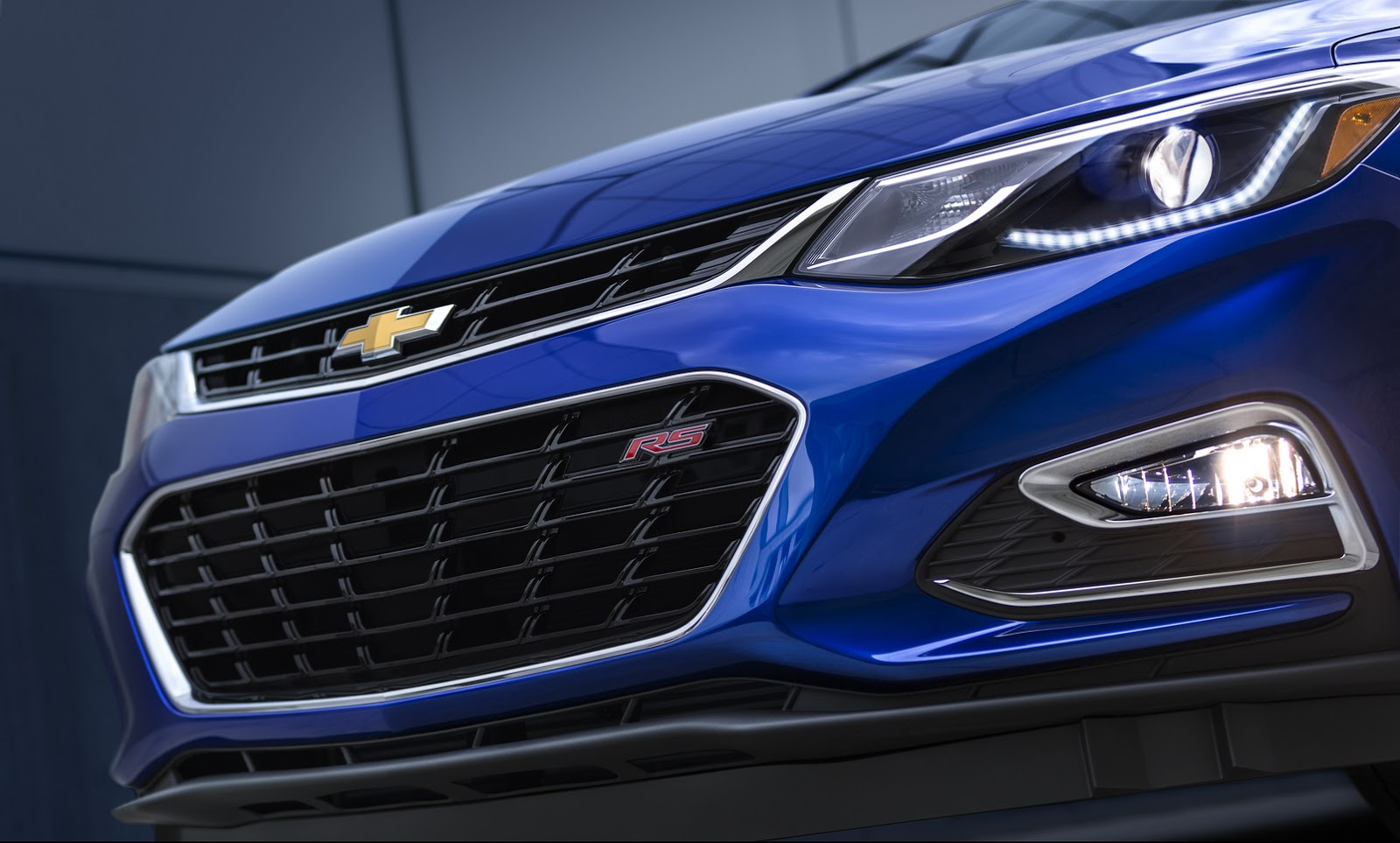2016 Chevrolet Cruze grille and headlamp official image