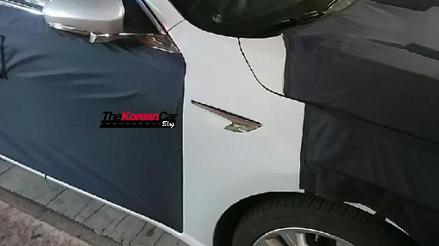 2016 Kia Cadenza (Kia K7) side wing spotted testing in Korea