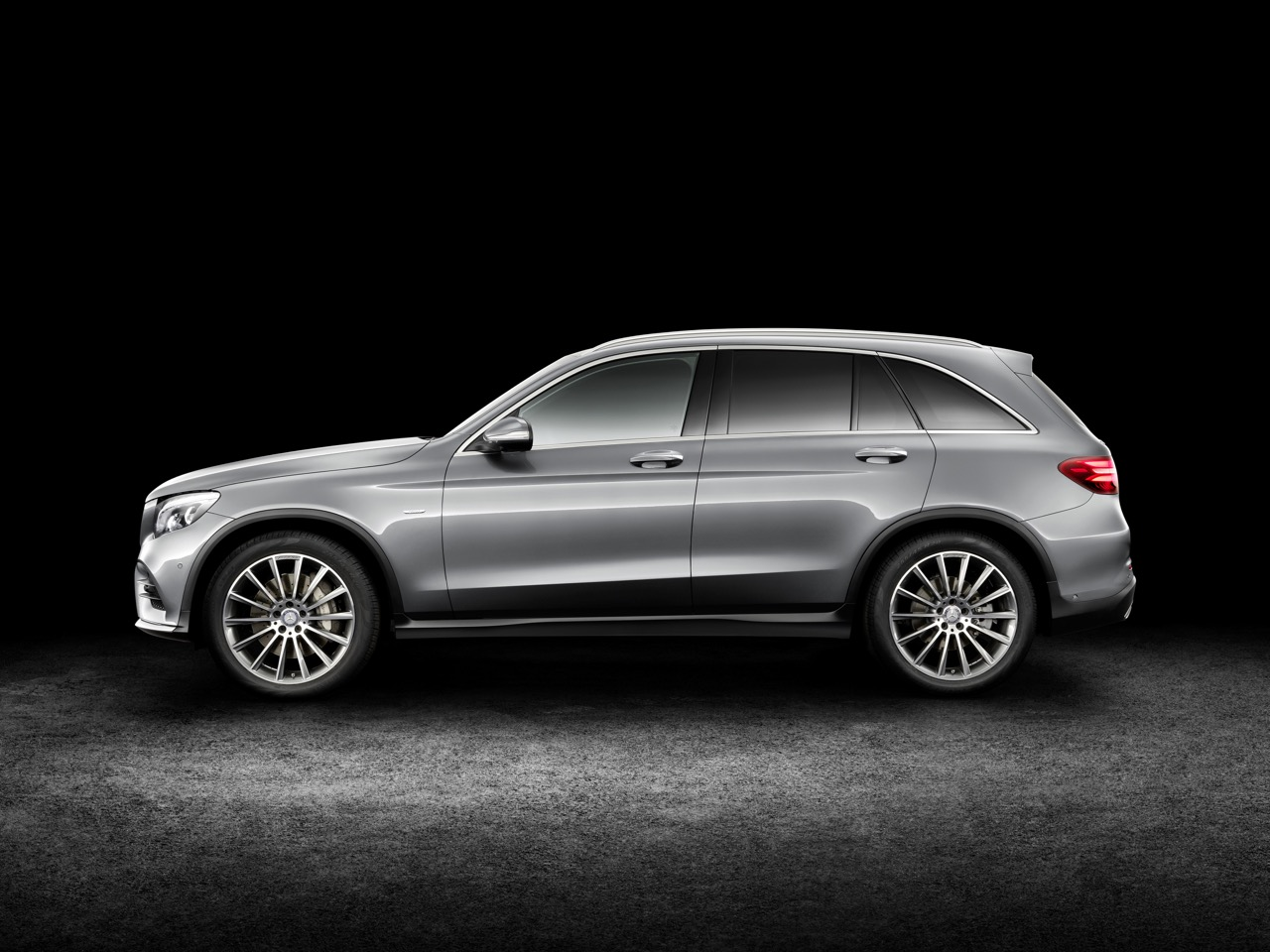 2016 Mercedes GLC side (1) unveiled press images