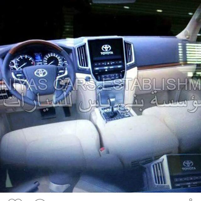 2016 Toyota Land Cruiser facelift interior leaked