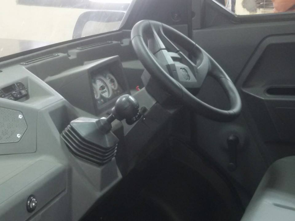 EICHER POLARIS MULTIX interior