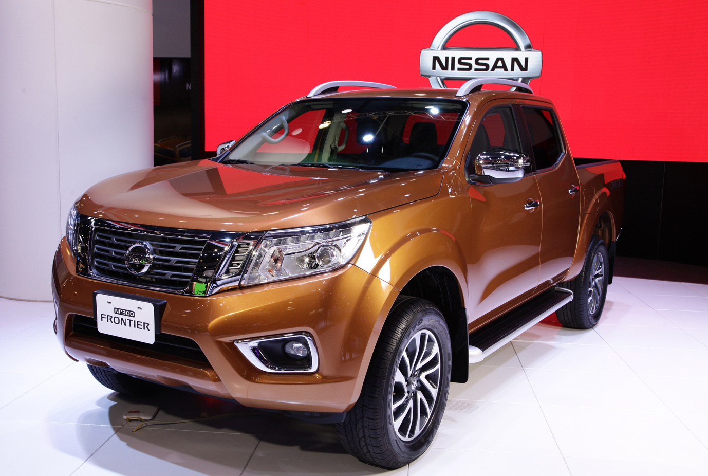 Nissan Frontier at the International Exhibition of Buenos Aires front three quarter