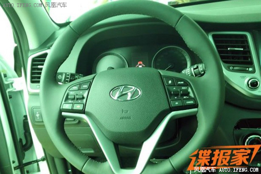 2016 Hyundai Tucson (Chinese-spec) steering wheel interior snapped