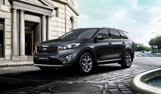 2016 Kia Sorento front three quarter grey launched in South Africa