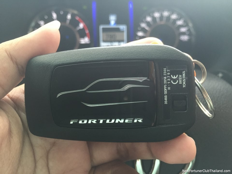 2016 Toyota Fortuner keyfob front Keyless Smart Entry