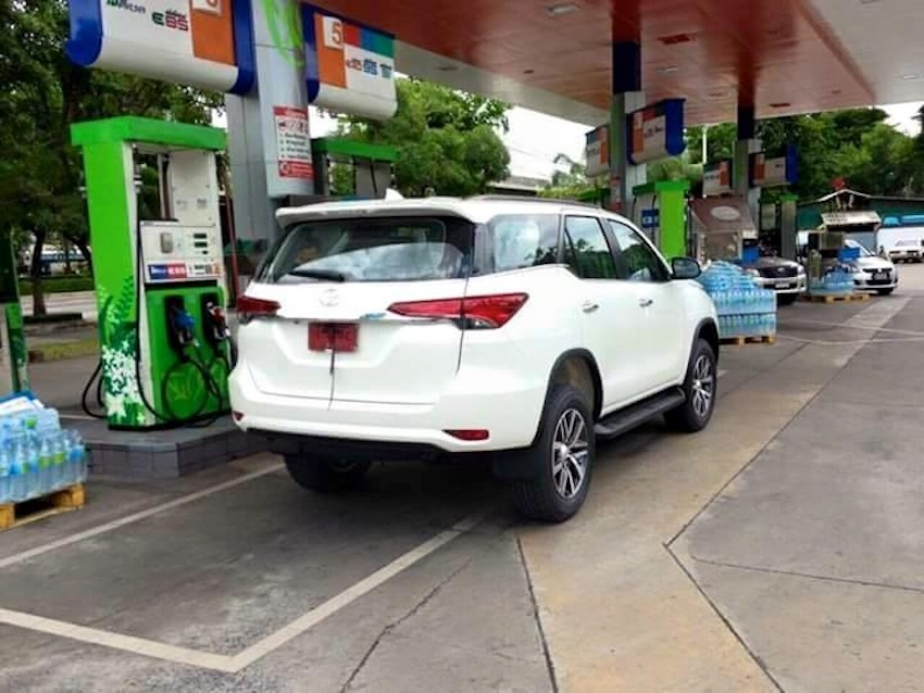2016 Toyota Fortuner rear angle spied