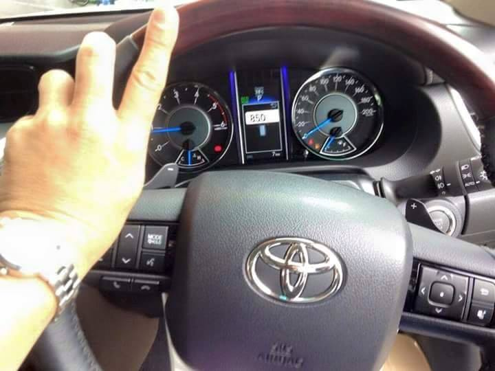 2016 Toyota Fortuner steering wheel spied