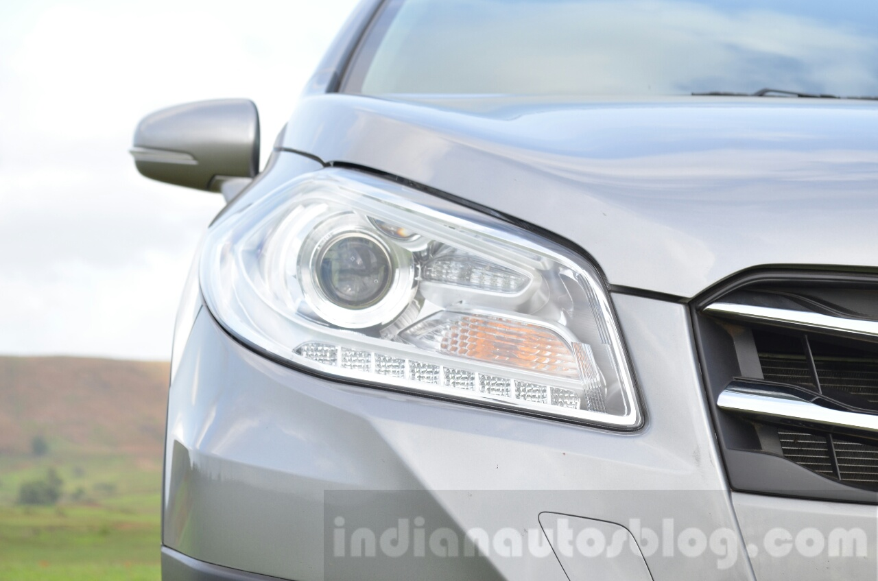 Maruti S-Cross headlight Review