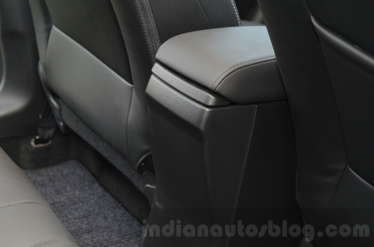 Maruti S-Cross no rear AC vent Review