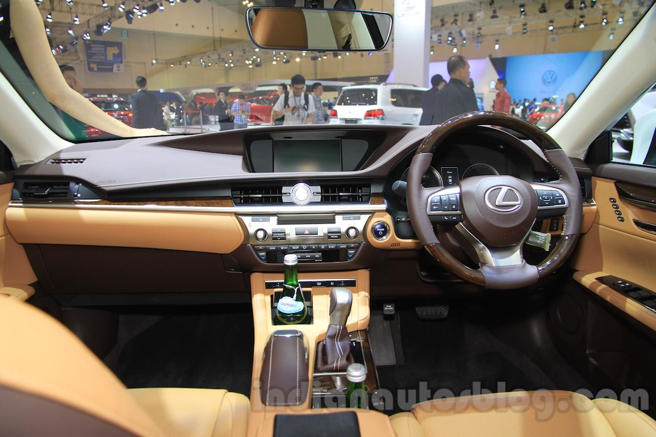 2016 Lexus ES300h interior at the 2015 Gaikindo Indonesia ...