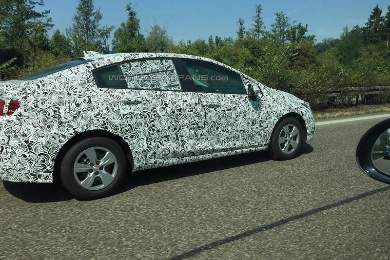 2017 Chevrolet Cruze side spyshot testing in Europe