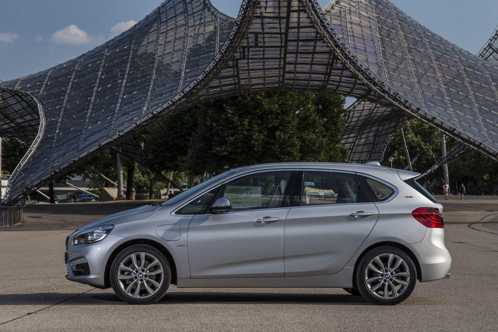 2015 BMW 225xe PHEV Active Tourer side unveiled