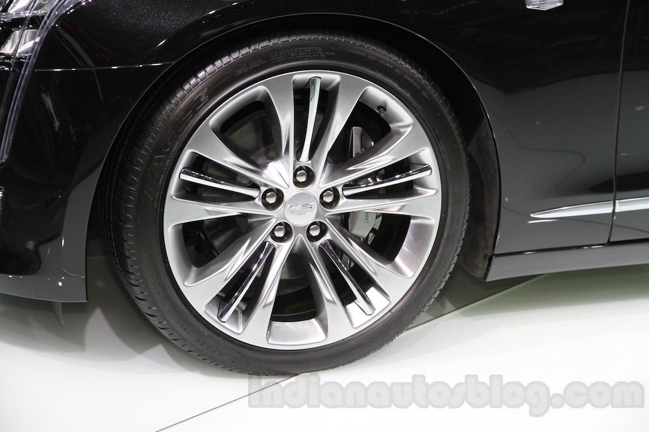 2016 Cadillac CT6 wheel at the 2015 Chengdu Motor Show
