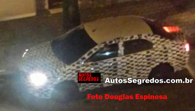 2016 Chevrolet Cobalt top side view spied by Autos Segredos