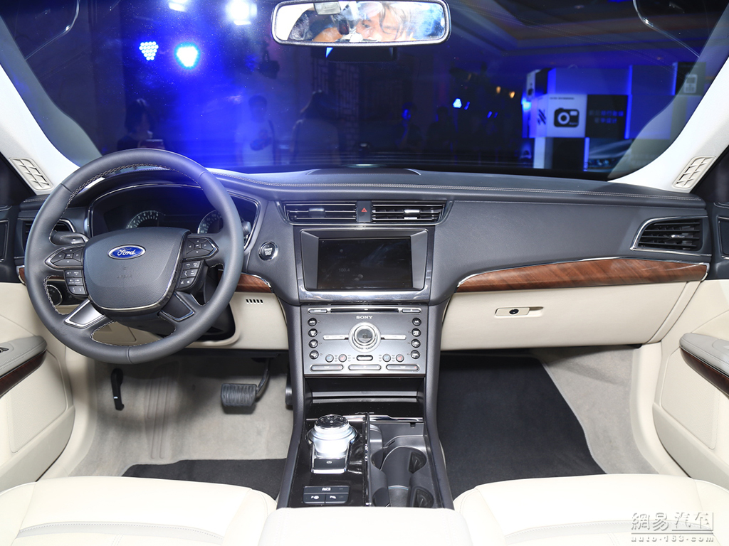 2016 Ford Taurus dashboard production spec