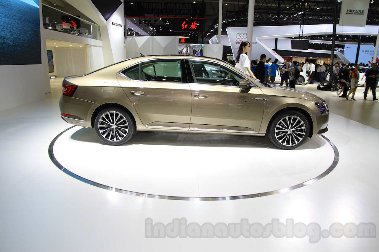 2016 Skoda Superb side at the 2015 Chengdu Motor Show
