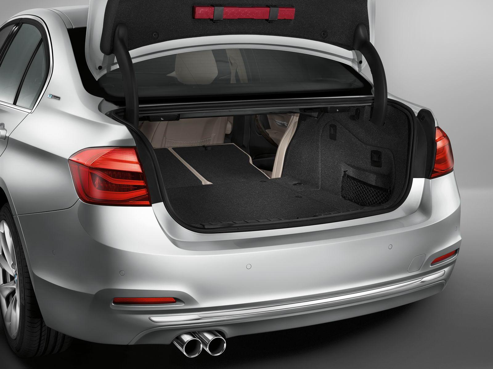 BMW 330e PHEV boot volume unveiled