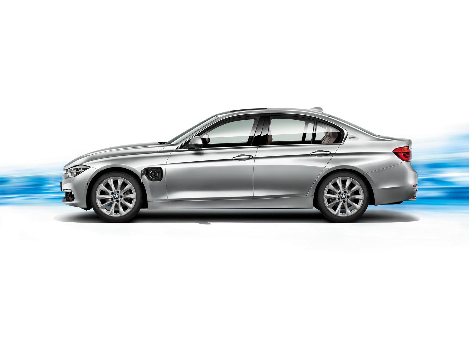 BMW 330e PHEV side press image
