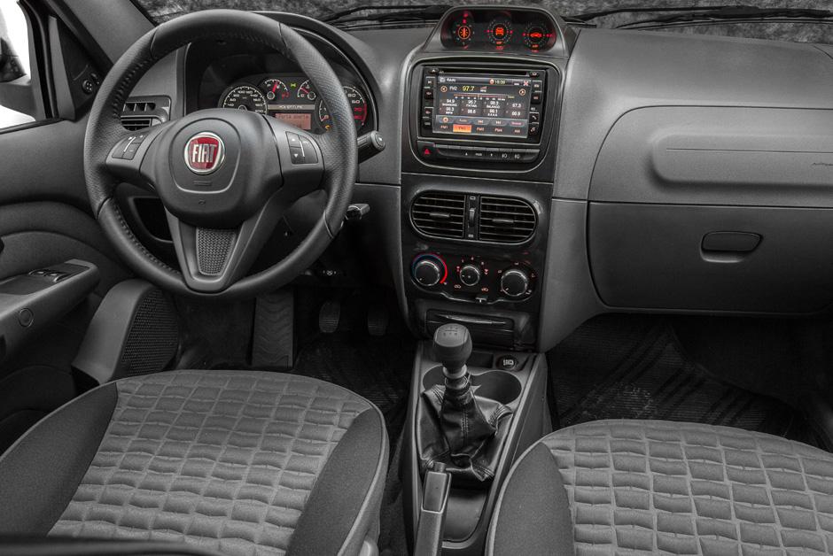 Fiat Strada Extreme interior
