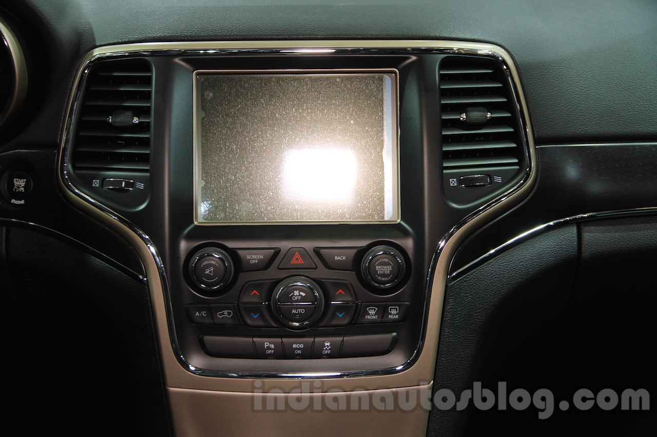 Jeep Grand Cherokee John Yiu limited-edition screen at the 2015 Chengdu Motor Show