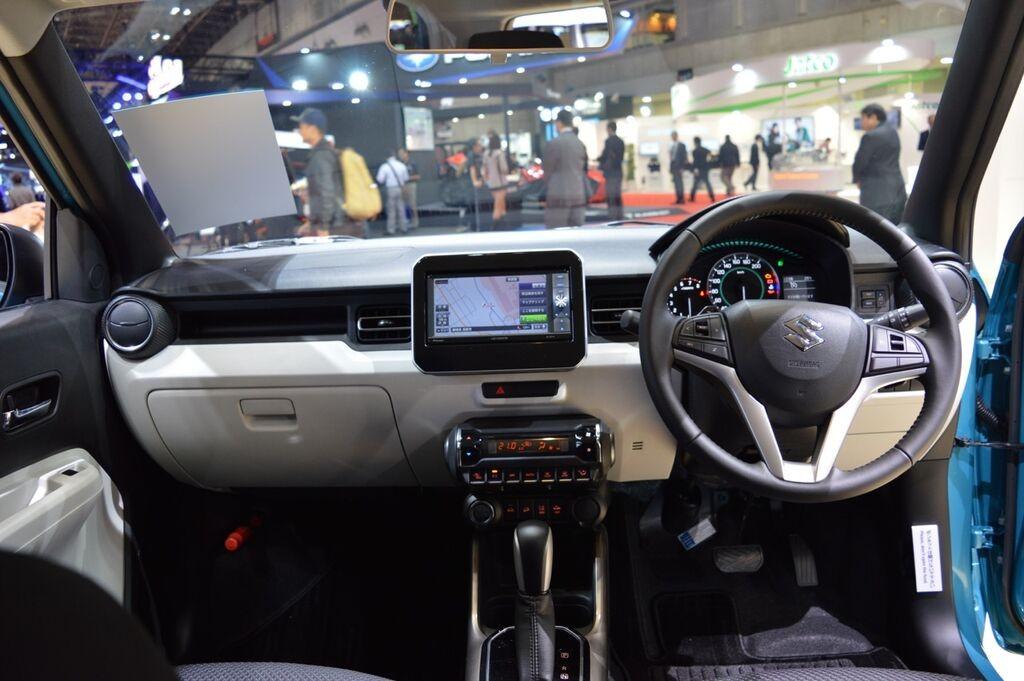 Suzuki Ignis dash at 2015 Tokyo Motor Show