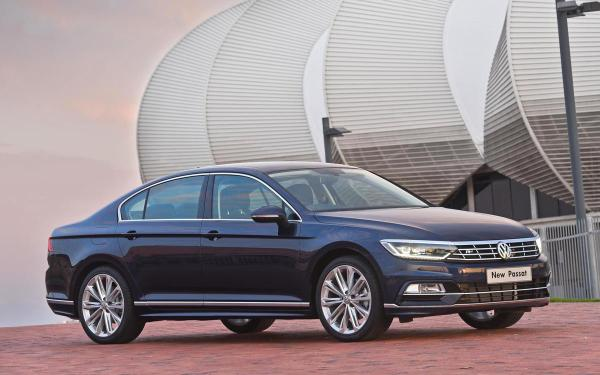 2015 VW Passat front quarter launched in South Africa