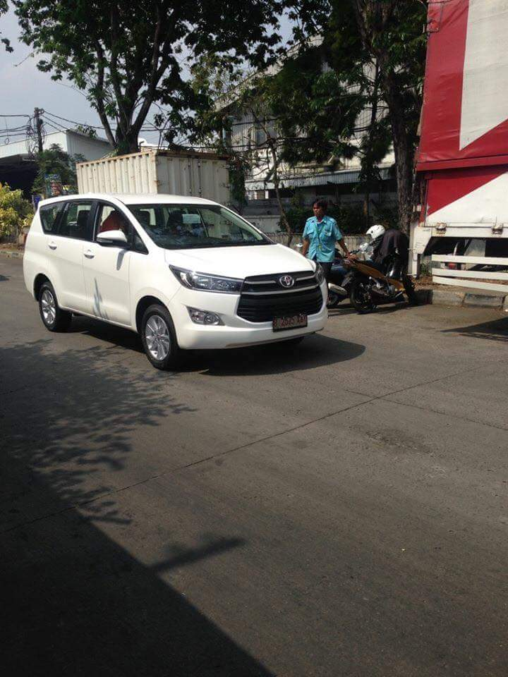 2016 Toyota Innova front quarter snapped on road for the first time