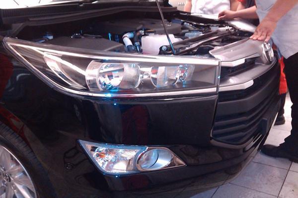 2016 Toyota Innova headlight Black snapped