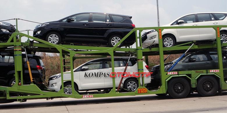 2016 Toyota Innova side (1) on a vehicle carrier