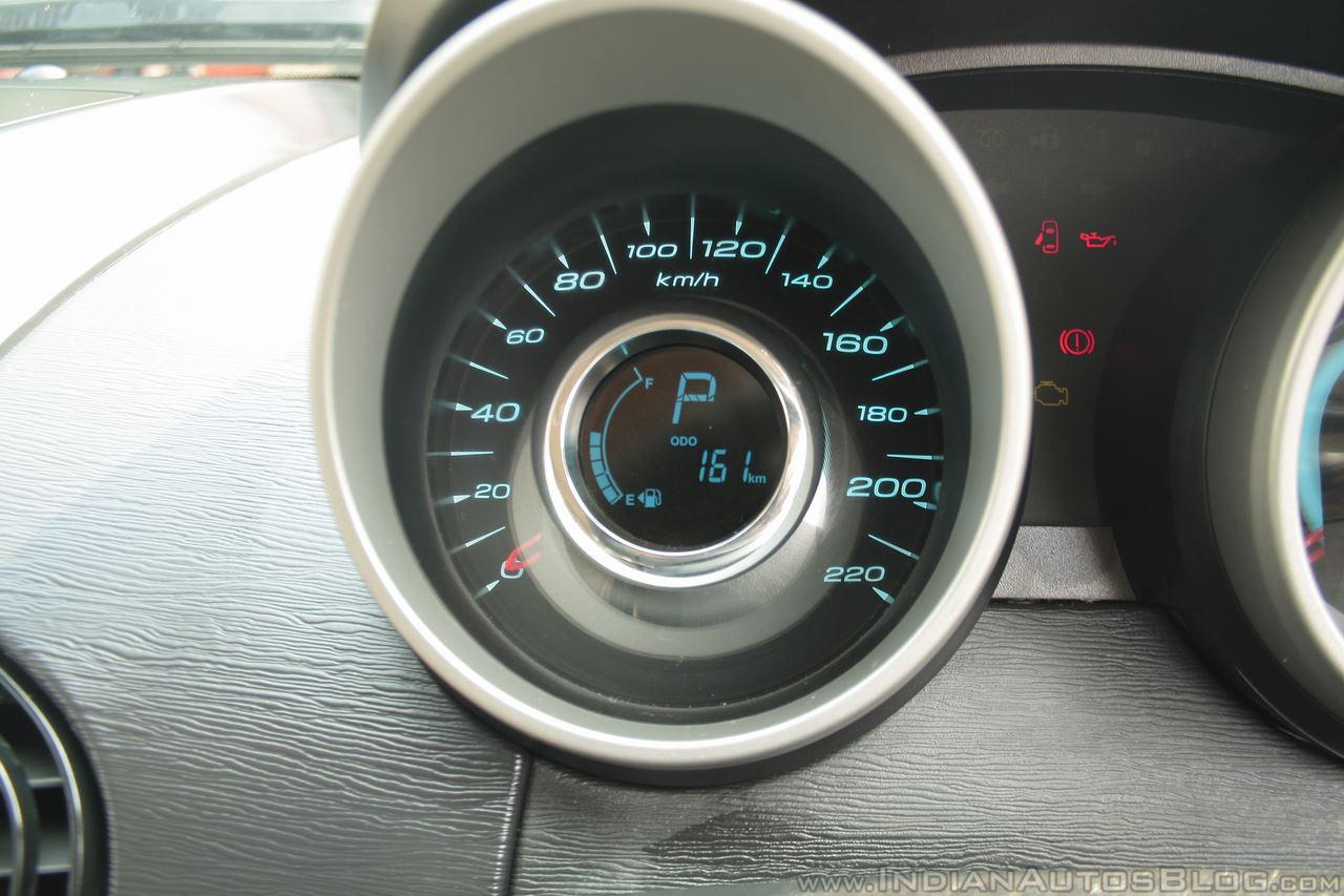 Mahindra XUV 500 Automatic gear indicator