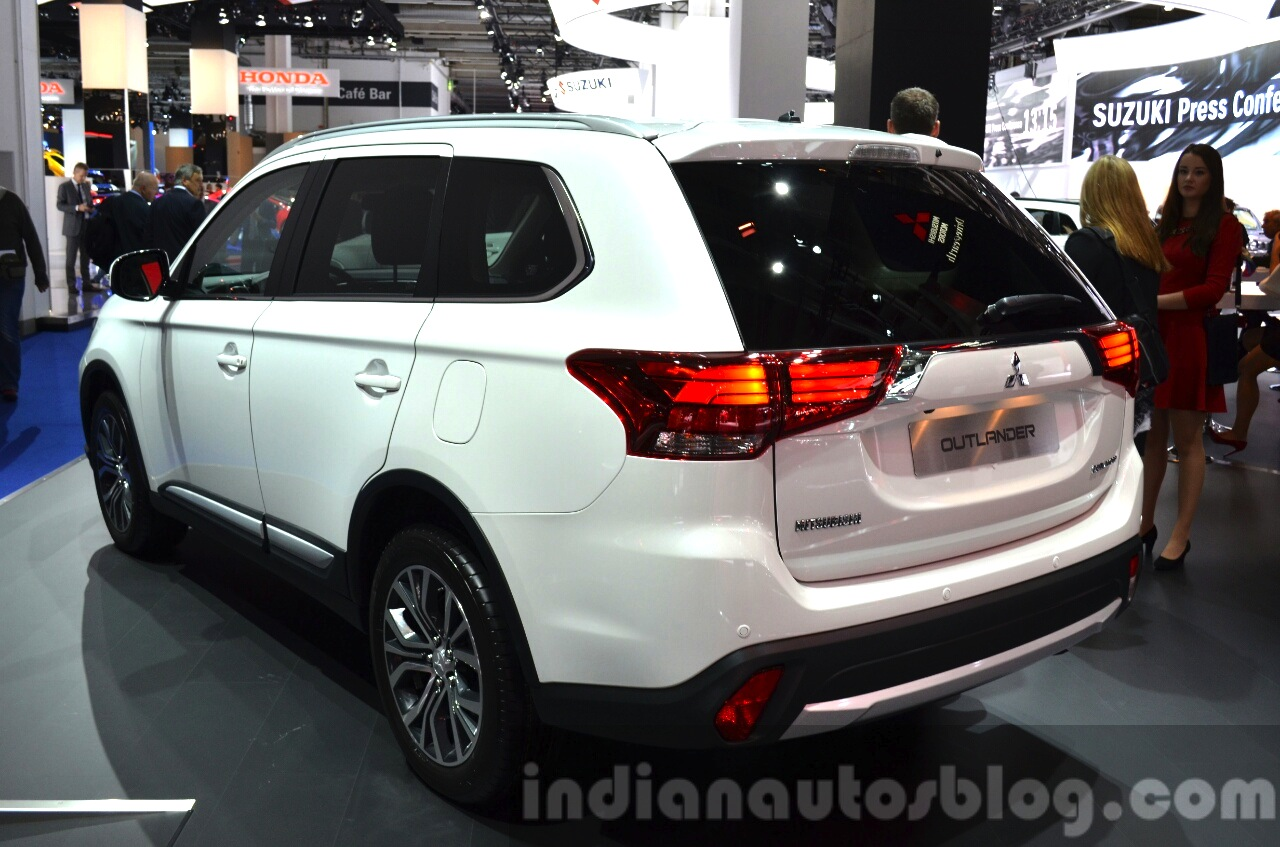 2016 Mitsubishi Outlander rear three quarters at 2015 Frankfurt Motor Show