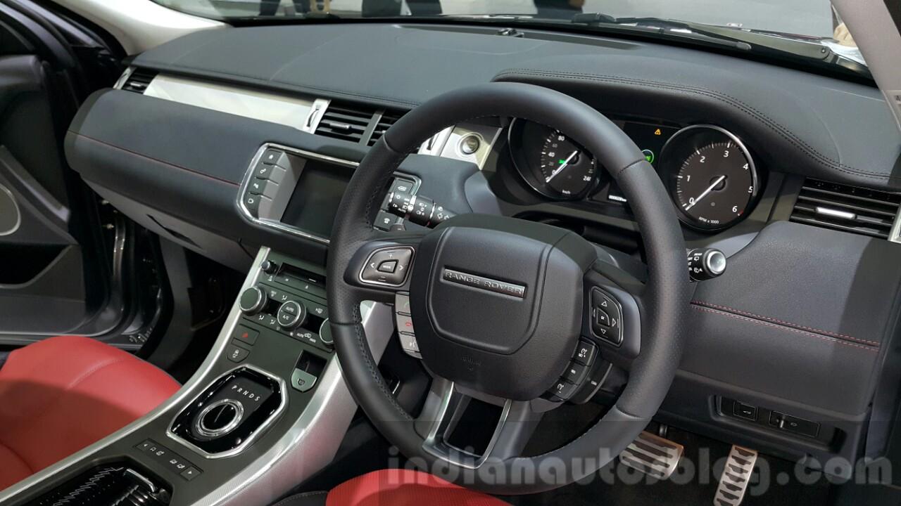 https://img.indianautosblog.com/2015/12/2016-Range-Rover-Evoque-interior-at-2015-Thai-Motor-Expo.jpg