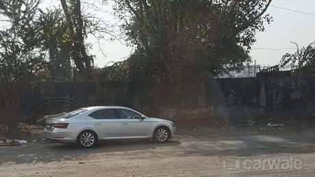 2016 Skoda Superb silver spied in India