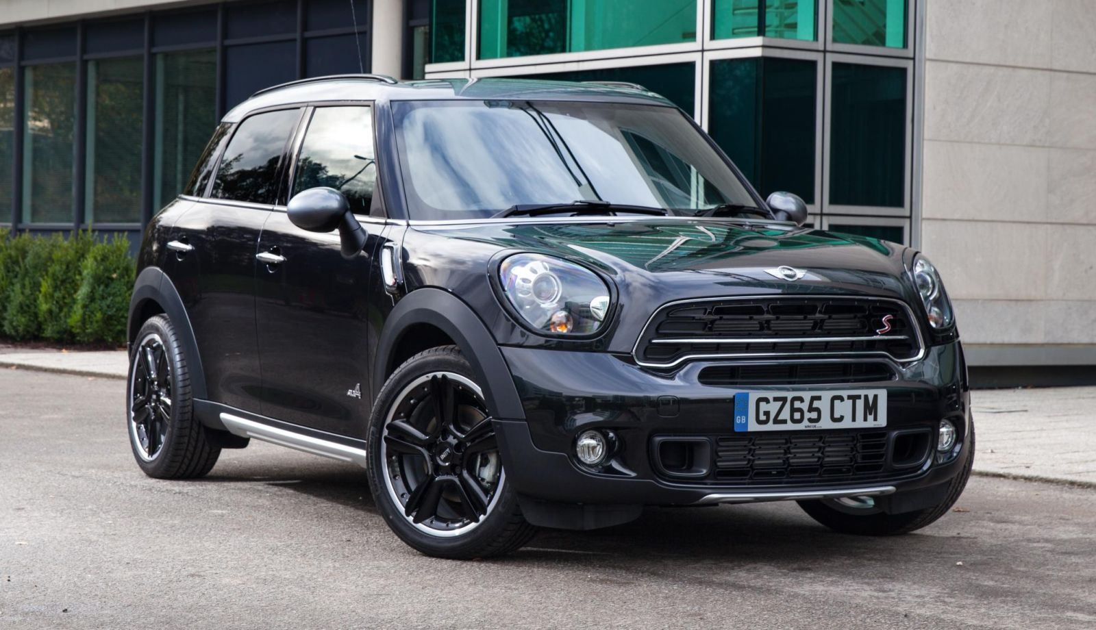 New MINI Countryman Special Edition front three quarters