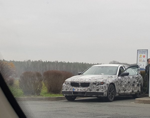 Next gen BMW 5 Series front quarter spotted in the wild