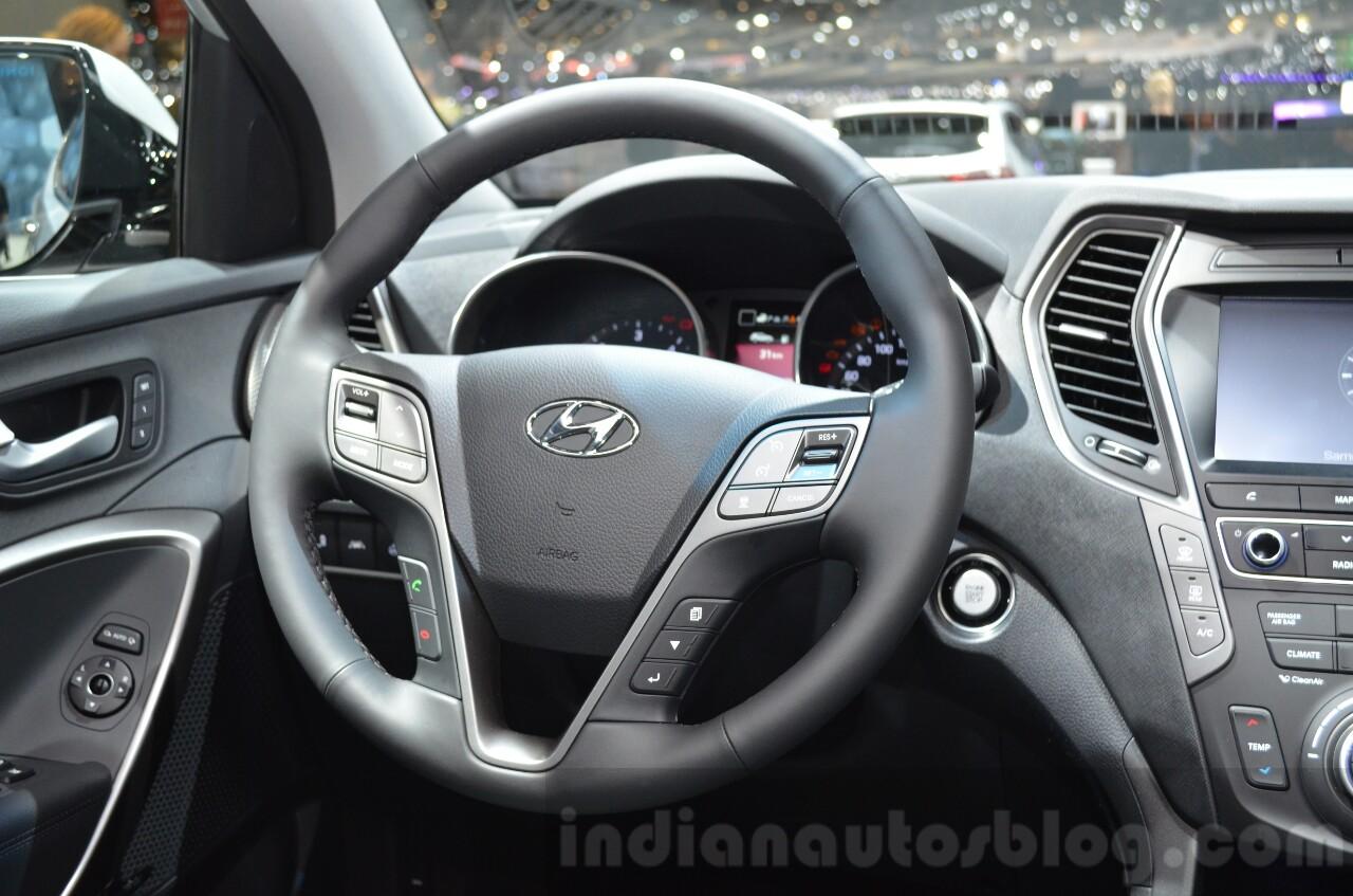 2016 Hyundai Santa Fe (facelift) steering wheel at 2016 Geneva Motor Show