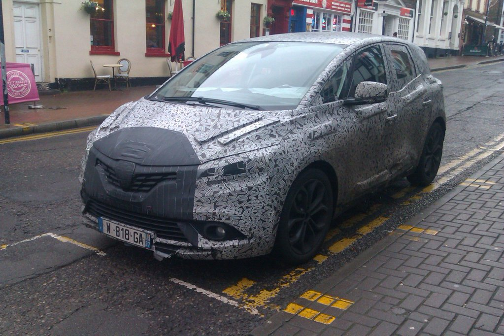 2016 Renault Scenic Europe spy shot