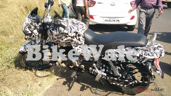 New Bajaj commuter with a mix of Pulsar and Avenger side spied