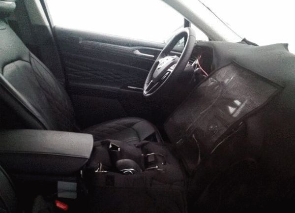 New Ford Mondeo (2017 Ford Fusion) interior spied in China