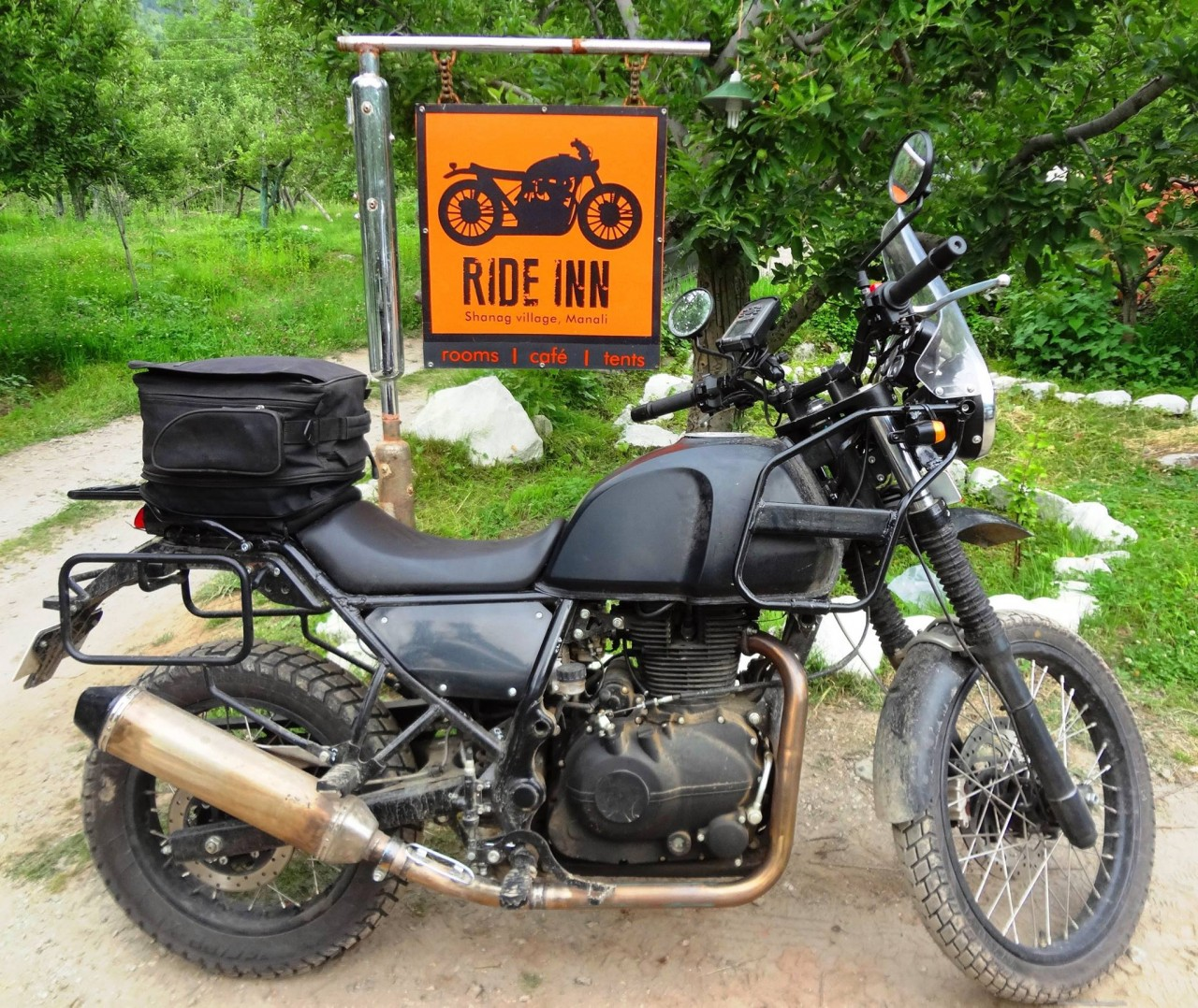accessorized royal enfield himalayan photographed. Black Bedroom Furniture Sets. Home Design Ideas