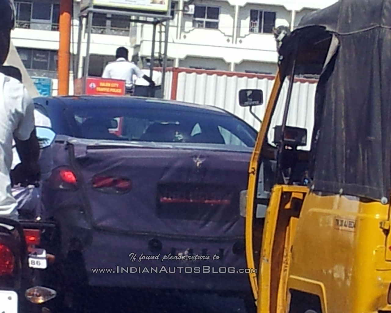 2016 Hyundai Elantra rear snapped testing in India for first time