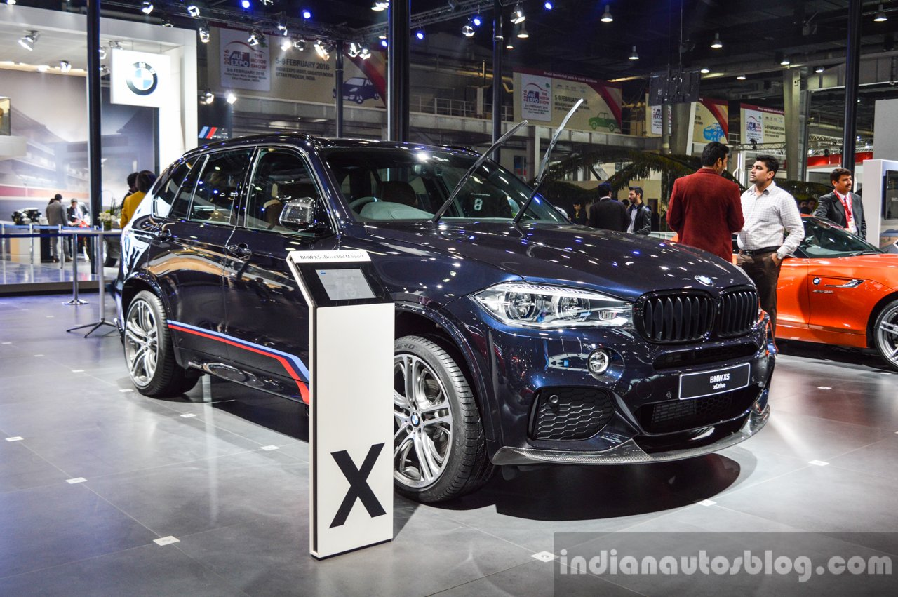 bmw x5 xdrive30d m sport front three quarter at the auto expo 2016. Black Bedroom Furniture Sets. Home Design Ideas