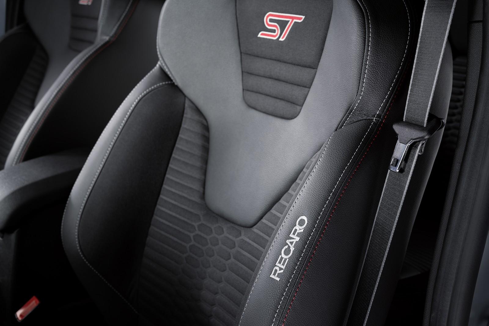 Ford Fiesta ST200 bucket seat press image
