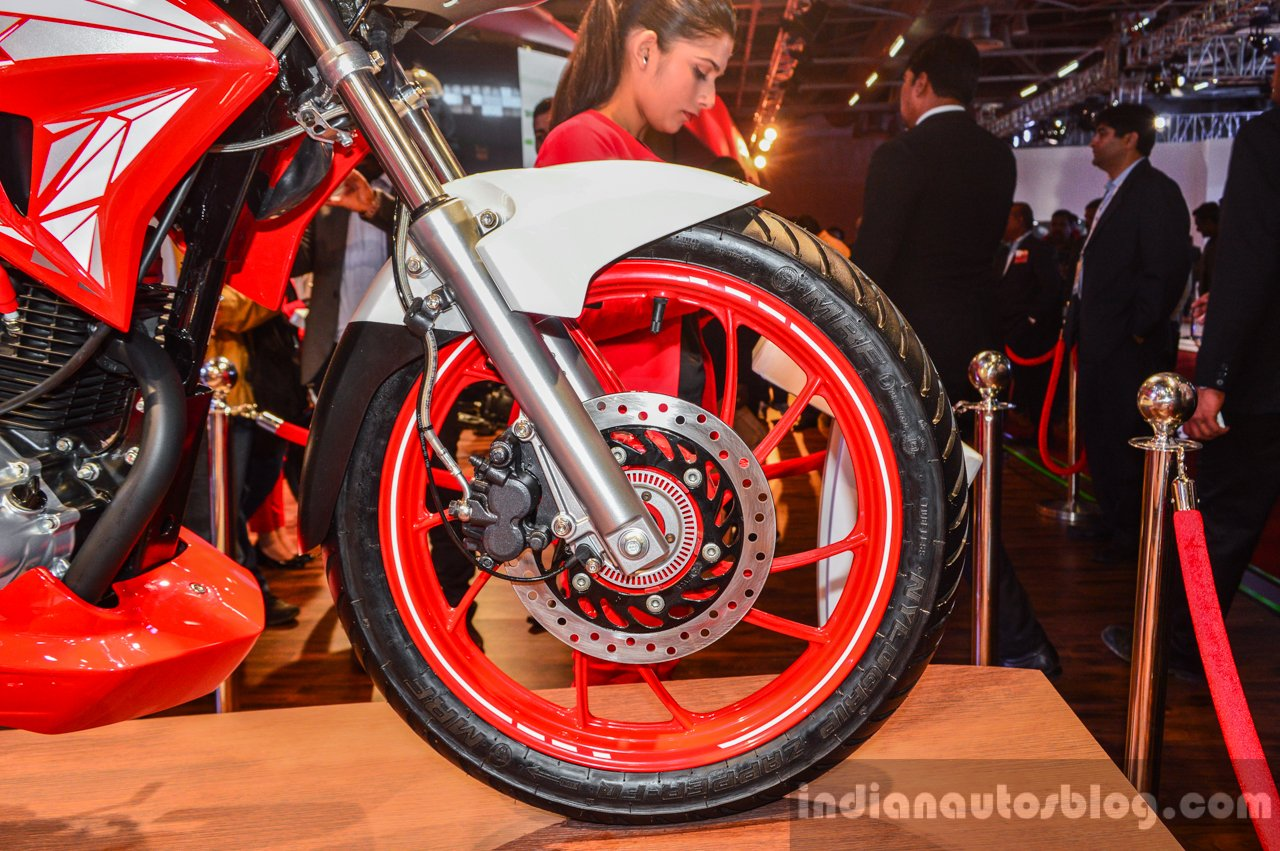 Hero Xtreme 200 S front disc brake ABS at the Auto Expo 2016