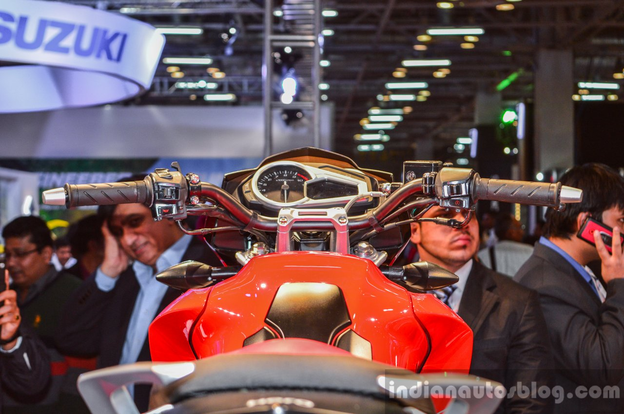 Hero Xtreme 200 S instrument console at the Auto Expo 2016